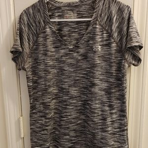Women under armour black and white v-neck top L